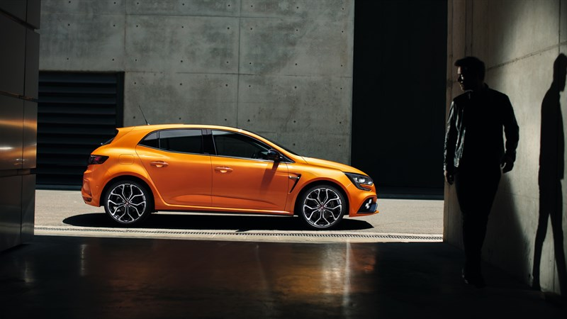 Renault MEGANE R.S. - Stationary vehicle profile