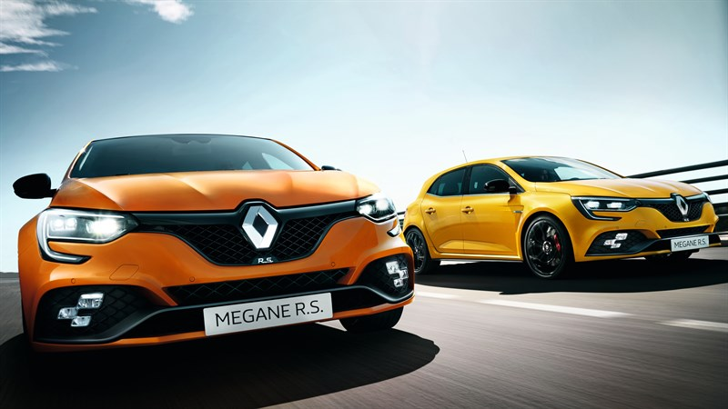 Renault MEGANE R.S. - Orange Tonic and Sirius Yellow versions driving side by side